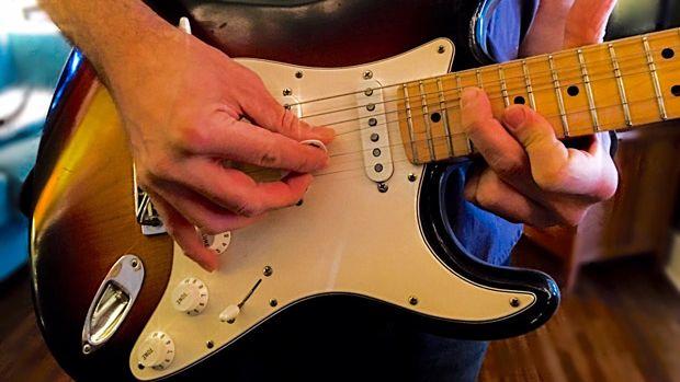 彈奏Fender
