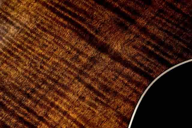 Alvarez 烘烤木紋